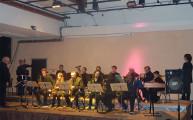 Cliquez sur cette photo pour agrandir et lancer le diaporama. 17 musiciens sur scène !