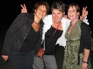Puis place à la soirée dansante. Lucile et ses copines ont une pêche d'enfer ! Cliquez pour agrandir la photo.