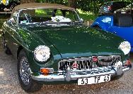 En face du café - restaurant de la Tonnelle, une exposition de voitures anciennes. Ici, une MG B Cabriolet de 1966. Cliquez sur cette photo pour l'agrandir.