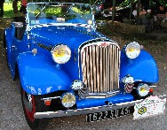 Une Singer Roadster de 1951. Les propriétaires de ces superbes véhicules font partie du Club Rétr'auto Passion du Centre (Lorris). Cliquez sur cette photo pour l'agrandir.