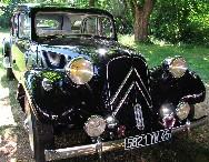 """Une Citroën """"Traction Avant"""", belle comme au 1er jour. Vous pourrez retrouver certains de ces véhicules et d'autres sur le parvis de l'Eglise de Paucourt lors de la prochaine Fête de la Pomme. Toutes les infos sur ma page """" Paucourt - Fête de la Pomme 2010 """". Cliquez sur cette photo pour l'agrandir."""