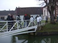 Passage obligé par le pont de la salle polyvalente.