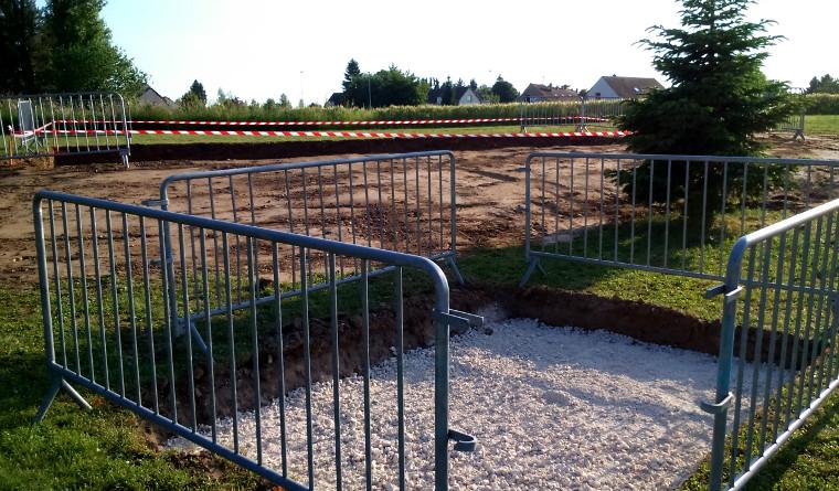 Aménagement d'une plate-forme sur laquelle seront installés une gloriette, une aire de jeux pour les enfants et 2 bancs - sentier botanique - 05.06.2015