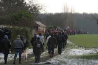 Dans la clairière de Paucourt, la colonne des marcheurs s'allonge rapidement avant de pénétrer dans notre belle forêt. Cliquez pour agrandir.