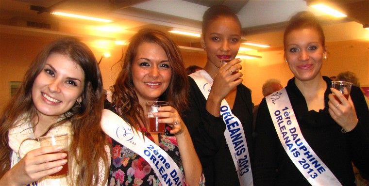 Flora Coquerel, Miss Orléanais 2013-2014, Miss France 2014 et ses trois dauphines, à Paucourt, lors de la Fête de la Pomme 2013.