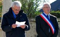 Le représentant des Anciens Combattants et Bernard Delaveau, Maire de Paucourt.
