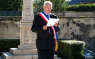 Lecture du message du Ministre aux Anciens Combattants par Bernard Delaveau, Maire de Paucourt.
