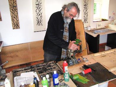 Marc Granier, graveur typographe. Cliquez pour agrandir la photo.