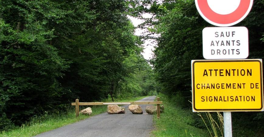 Article paru dans l'Eclaireur-du-Gâtinais du 29 Juillet 2010 expliquant les raisons de la fermeture de la Route Forestière de Paucourt à la Chapelle-Saint-Sépulcre.