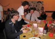 A gauche Jonathan, notre D.J. A droite, Kevin D, magicien. Au milieu, Evelyne, notre secrétaire de mairie, brillante serveuse d'un soir.