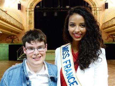 Cliquez sur cette photo pour l'agrandir - D.J. Jonathan avec Flora Coquerel, Miss France 2014.