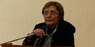 Cliquez pour agrandir. Ghislaine Bénézit, présidente du Comité des Fêtes de Paucourt s'apprête à prononcer son discours d'accueil.
