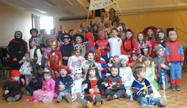 Près de 80 enfants ont assuré le succès du Carnaval 2013. Cliché Stéphane Jetten.