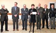 Evelyne Berlioz lit le message du personnel communal à l'attention du Maire et des élus.