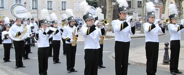 Le dynamique et atypique Marching Band Galaxy d'Orléans.