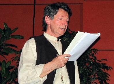 Daniel Plaisance lors du Salon du Livre 2011 du Montargois - Lecture musicale