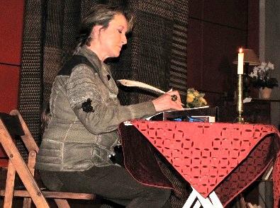 Chantal Riout lors du Salon du Livre 2011 du Montargois - Lecture musicale