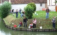 A partir de 10h, le traditionnel concours de pêche dans le vivier de la Mairie, réservé aux enfants de 6 à 12 ans. Une rive.