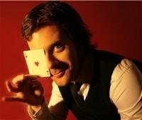 Kevin D, magicien, spécialiste du close-up