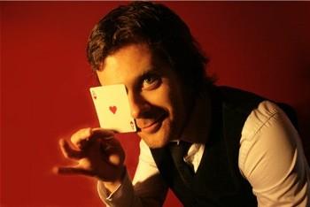 Cliquez ICI pour faire plus ample connaissance avec Kévin D - magicien - close up
